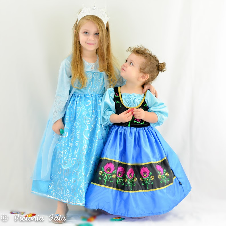 Frozen Queen Elsa and Anna Dress Up