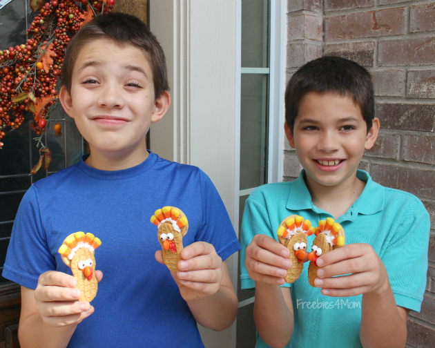 Kids with Turkey Cookies